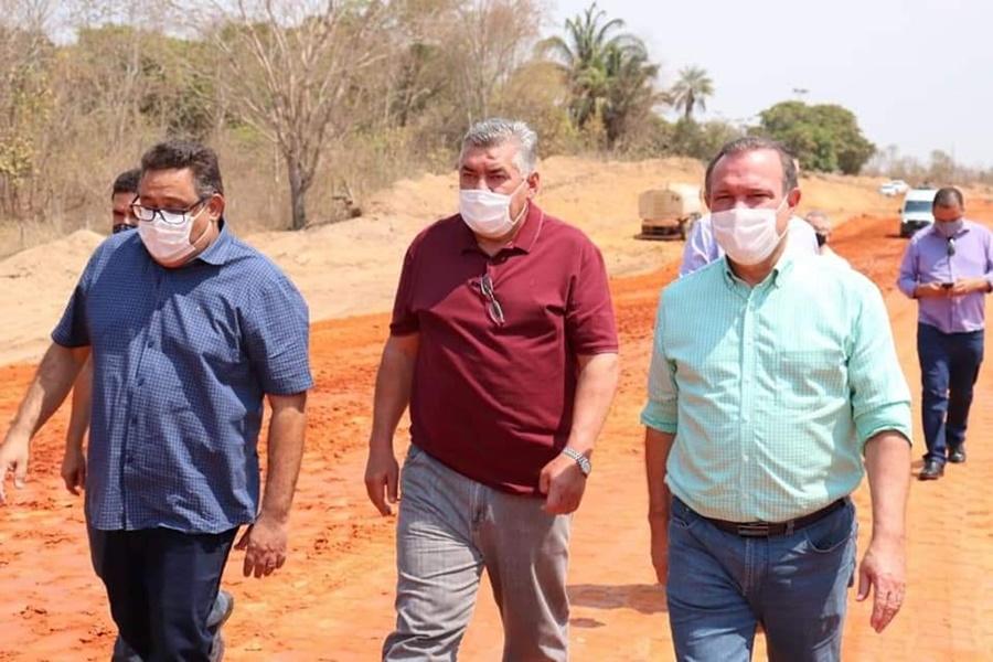Imagem: Wellington Fagundes em Barra do Garcas Prefeito Dr. Adilson e senador Wellington Fagundes visitam obras do anel viário