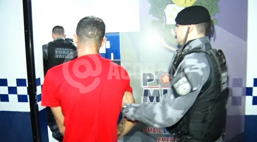 Imagem: ad11806d e255 4d72 9303 29b237415a9c Jovem é preso e entorpecentes apreendidos pela Força Tática