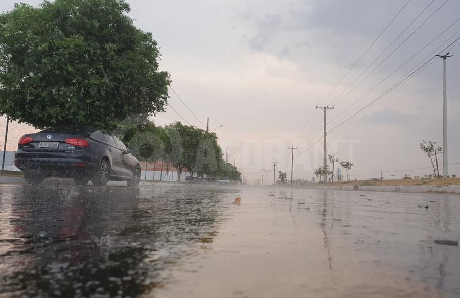 Imagem: chuva2 Ventos fortes trazem pancadas de chuva isoladas em Rondonópolis