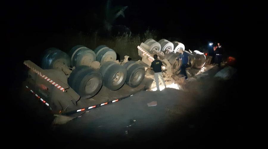 Imagem: d88b65a6 2b90 4e32 9c7f b70406943b92 Motorista morre após pular de carreta em movimento na Serra da Petrovina