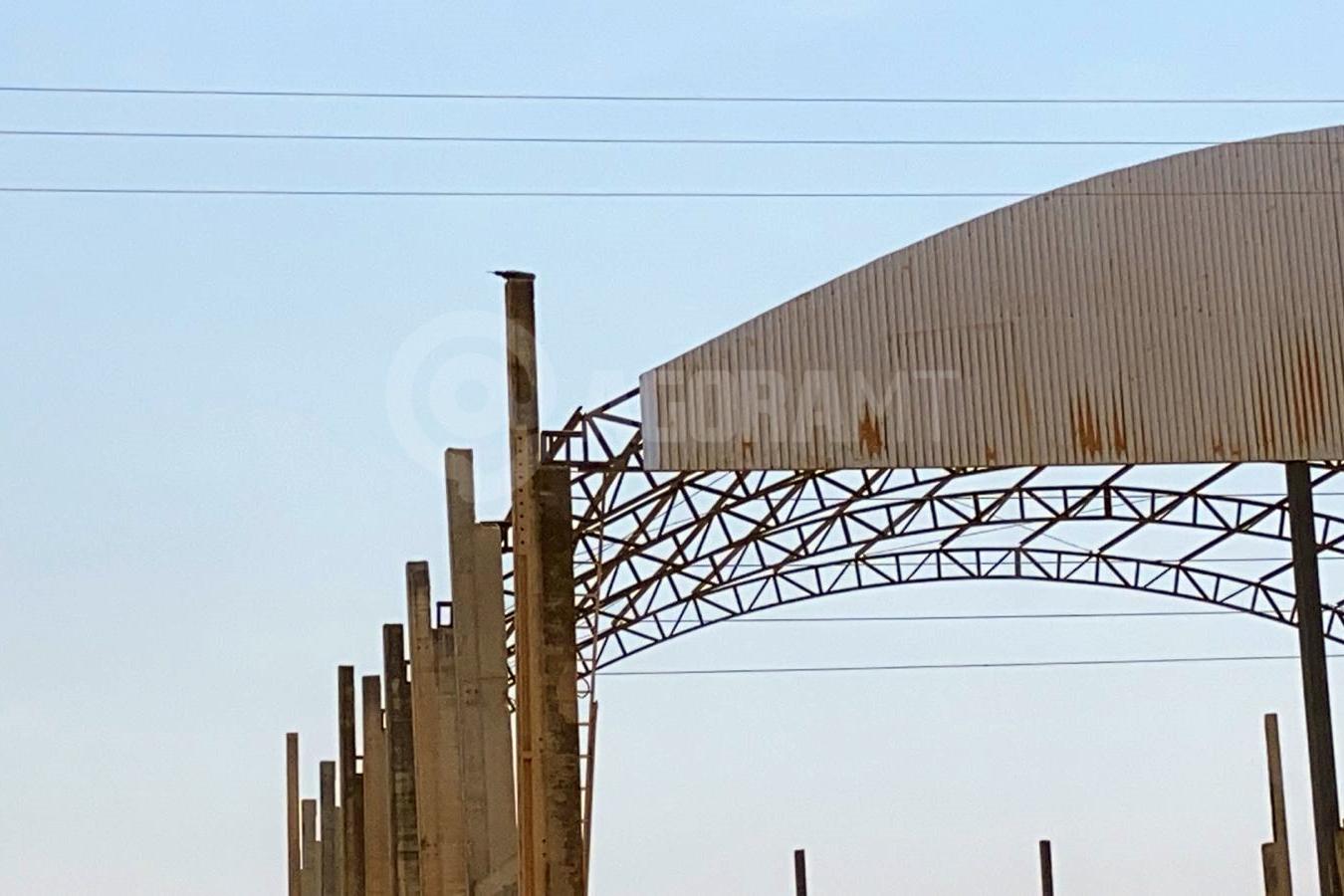 Imagem: local acidente fios Trabalhador morre enquanto instala calha no Distrito Industrial