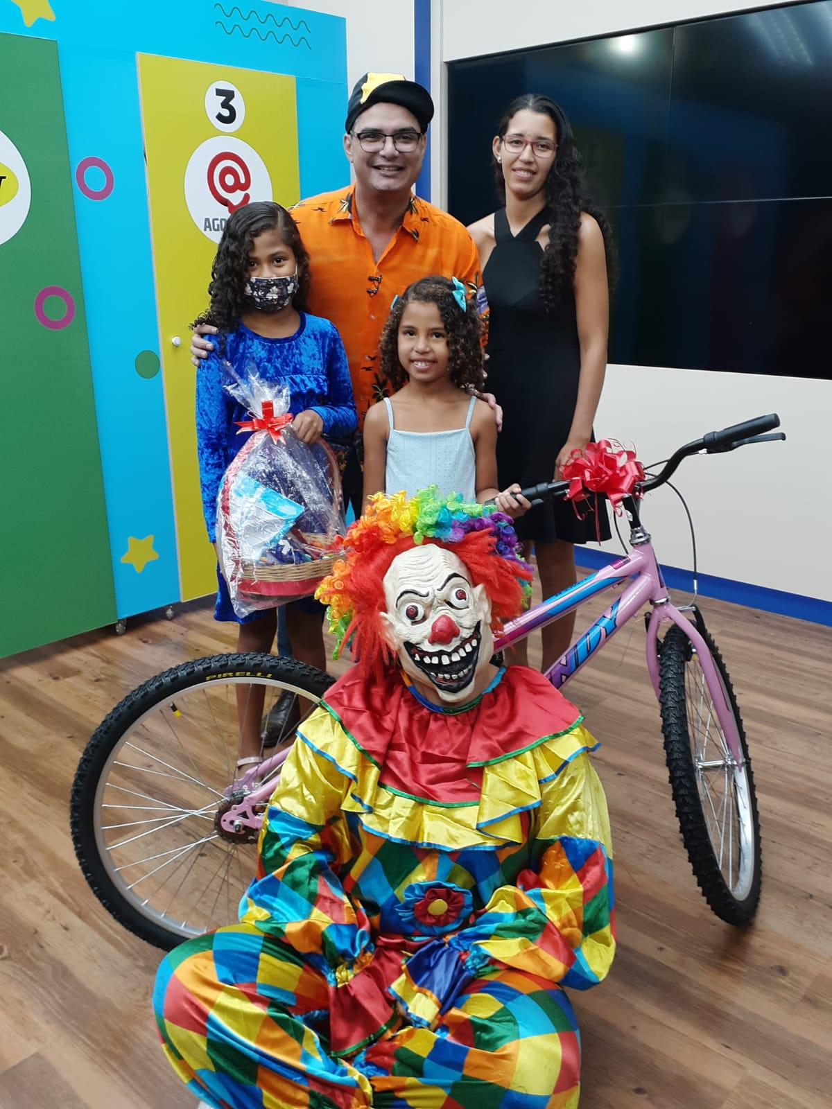 Imagem: participante familia porta maluca TV Cidade Record estreia 'Porta Maluca', quadro especial para o Dia das Crianças