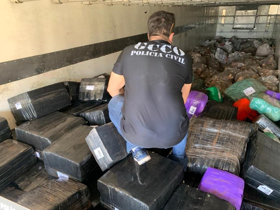 Imagem: tutano drogas Quase cinco toneladas de maconha são encontradas em meio a carga de tutano