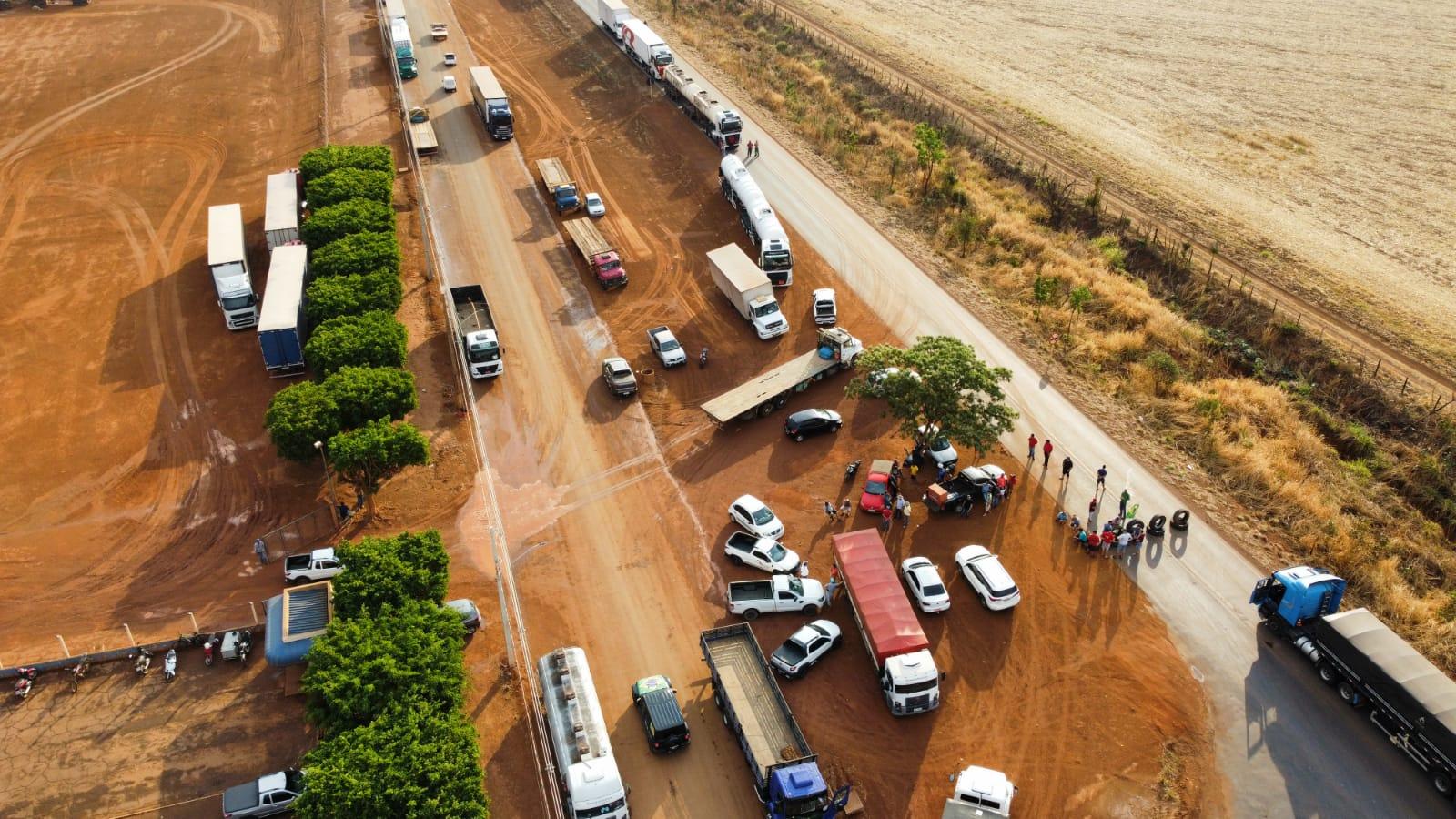 Imagem: visao aerea primavera do leste anderson silva Manifestantes bloqueiam BR-070 em Primavera; Bolsonaro pede fim de paralisações