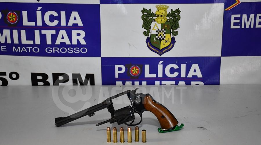 Imagem: Revolver calibre 38 usado pelo suspeito para atingir a vitima Mulher é baleada e suspeito é rendido e espancado por população