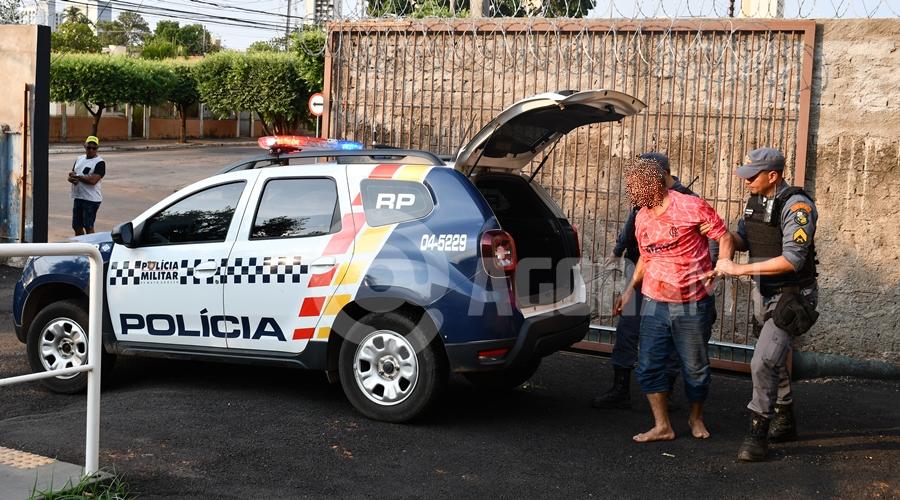 Imagem: Suspeito de atirar na ex amasia preso pela PM Mulher é baleada e suspeito é rendido e espancado por população