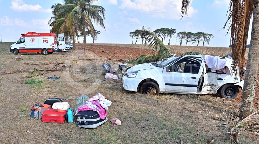 Imagem: Veiculo envonvido no acidente Mãe morre em acidente; marido, filha de 1 ano e idosa são socorridas