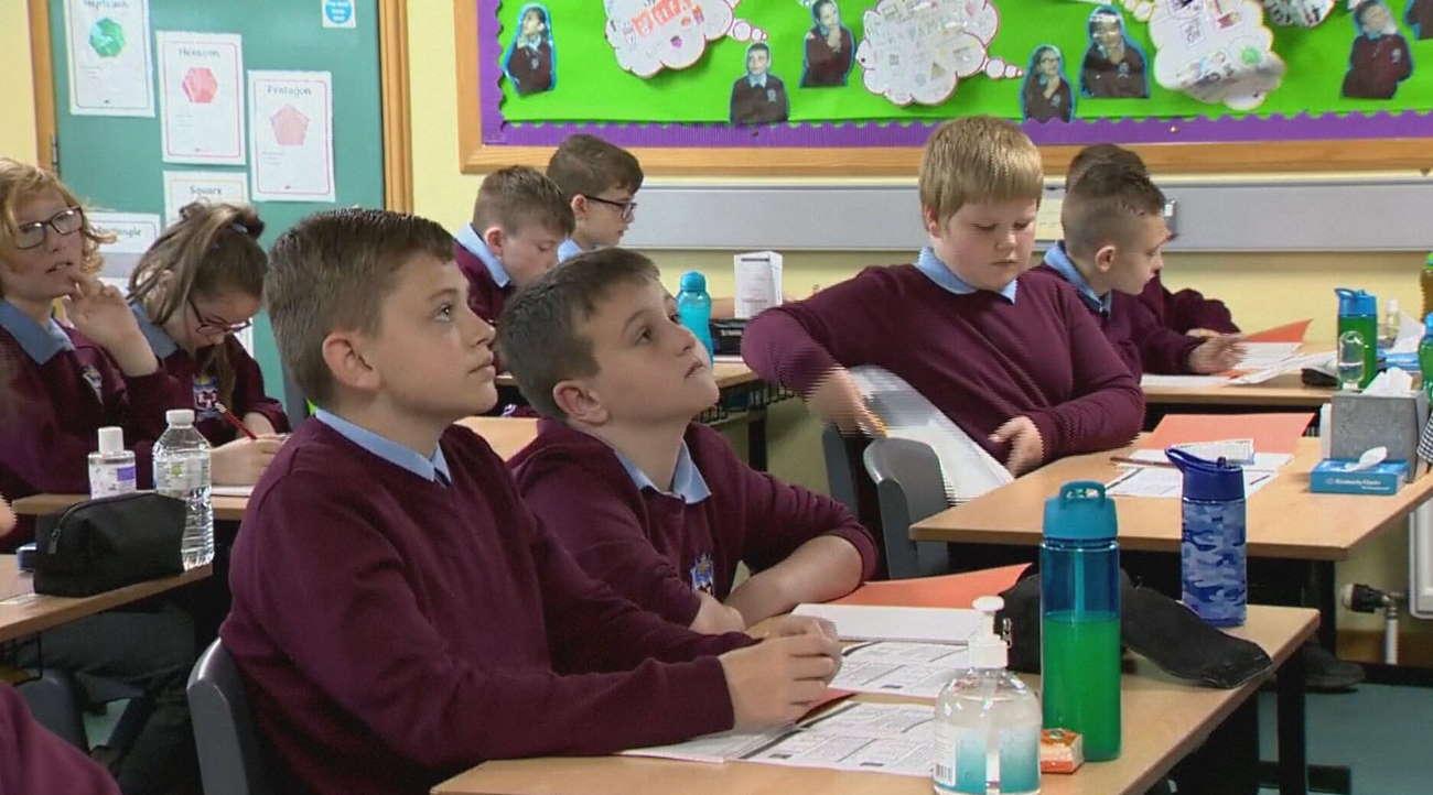 Imagem: escola inglesa semmascara Após volta às aulas sem máscaras, Inglaterra tem aumento de casos